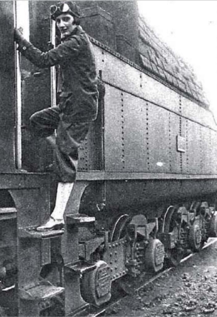 Pilar_descendiendo_locomotora